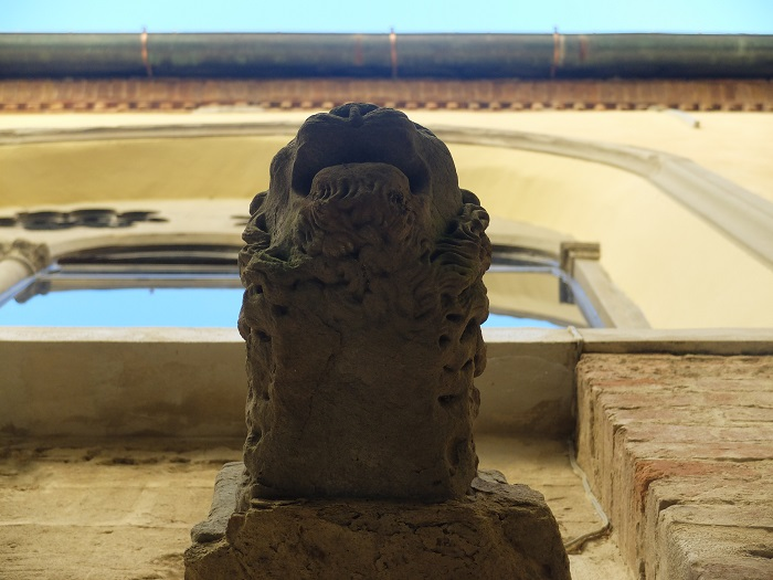 Santa Croce lion head | Girl in Florence Blog