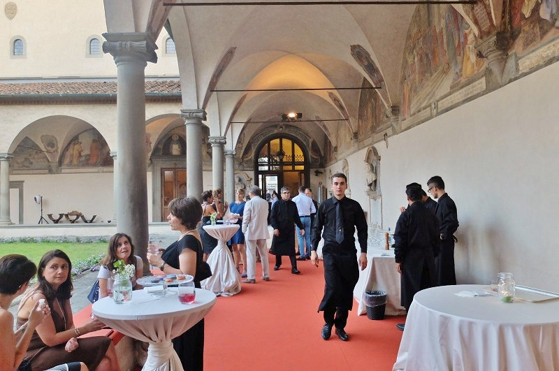Aperitif in the San Marco cloisters