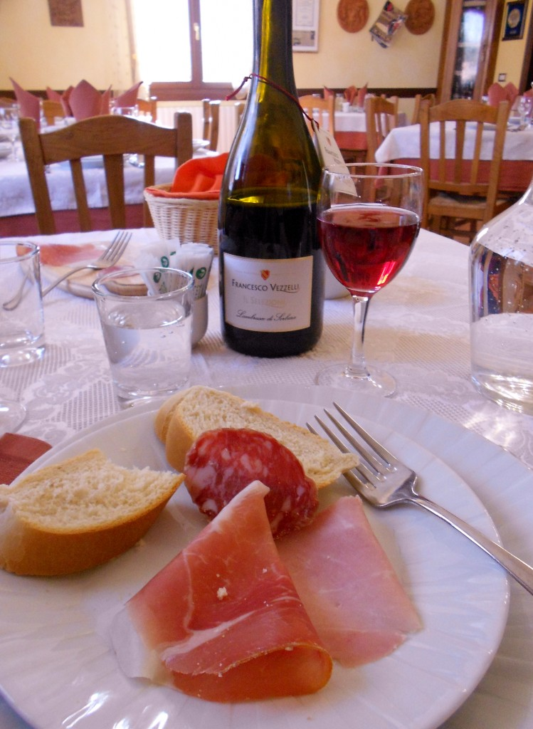 A quick and mouthwatering appetizer accompanied by an amazing wine