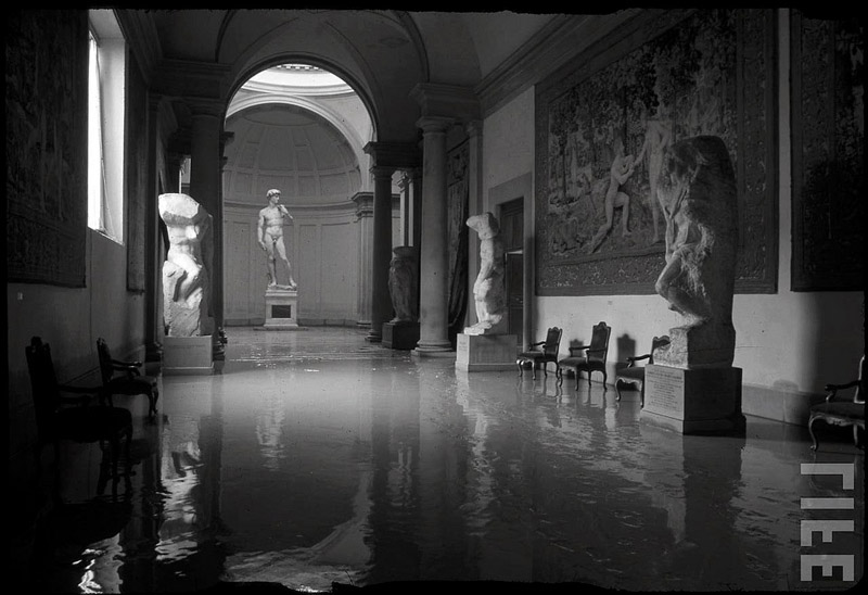 The great flood in Florence. Photographed by David Lees, 1966