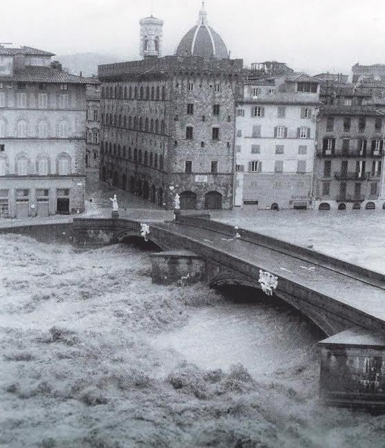 Santa Trinita Bridge and Lungarno Acciauoli [Photo Credits: Swietlan Nicholas Krazcyna]